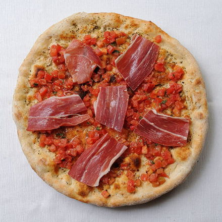 Focaccia con Jamón Serrano y Tomate